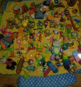 Игрушки развивающие для малыша погремушки пакетом