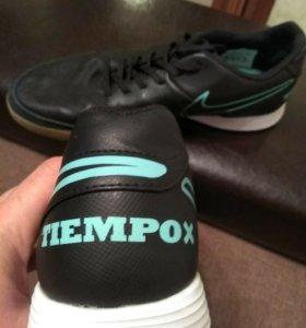 Футбольные футзальные кроссовки