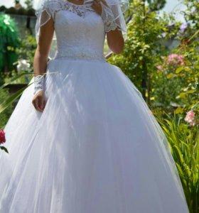 Свадебное платье.Бант делала сама он отстегивается