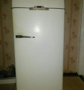 Холодильник Зил Москва.