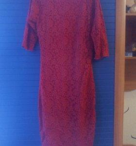 Платье размер 42-44, цвет красный.
