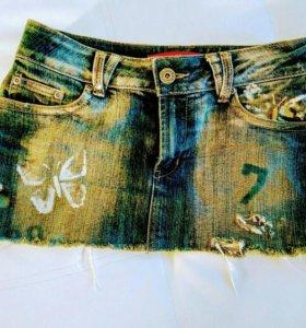 Джинсовая мини-юбка в стиле гранж