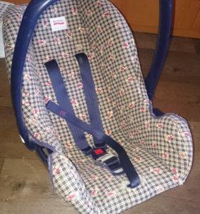 Автомобильное кресло от 0 до года