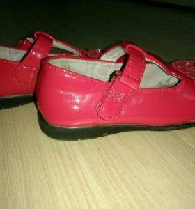 Туфли на девочку лакированные разм. 24