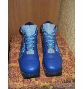 Ботинки лыжные новые и лыжи