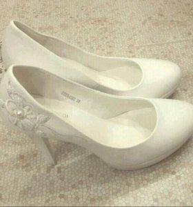 Белоснежные туфли