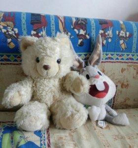 Мягкие игрушки (Медведь и кролик)