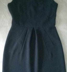 Платье из темно-синего крепа