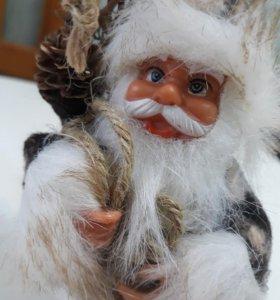 Дед мороз на ёлку.