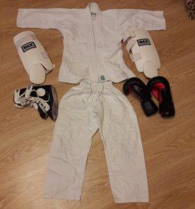 Кимоно,боксерские перчатки,защита голени,обувь