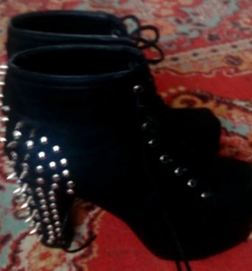 Ботинки на плот форме
