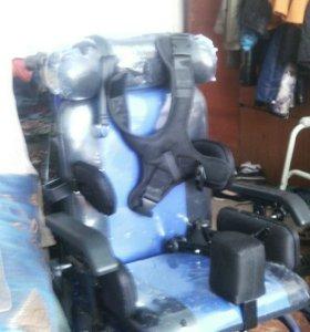 Комнатная коляска для ребенка инвалида