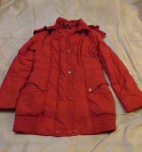 Куртки женские красного и оранжевого цвета