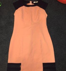 Платье персикового цвета с синими вставками