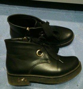 Осенние теплые ботинки 39 р