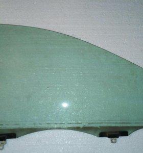 Боковое правое стекло на Toyota Corolla NZE 121
