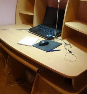 вместительный стол