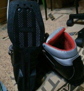 Ботинки лыжные детские, 35 р, в отличном состоянии