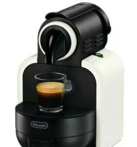 Кофеварка новая Nespresso Delongi