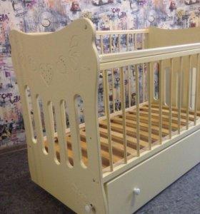 Кроватка детская и комод - пеленальник