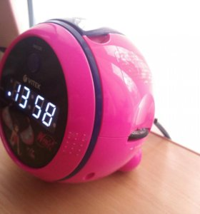Электронные часы со встроенным радио и будильником