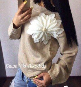 В наличии свитер цветок