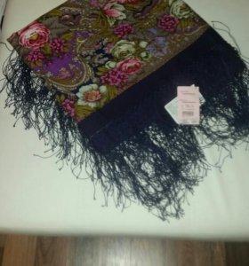 Платок чистошерстяной набивной с шелковой бахрамой