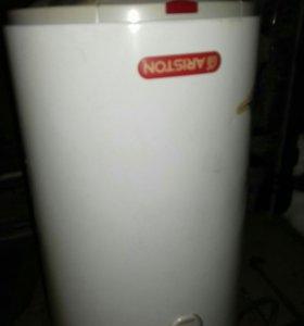Нагреватель воды ARISTON