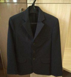 Школьный пиджак на 7-9 лет темно-синего цвета