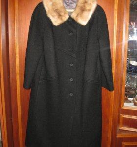 Зимнее пальто с норковым воротником и шапку