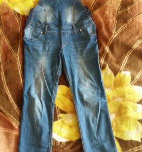 Продам джинсовый комбинезон для беременных.