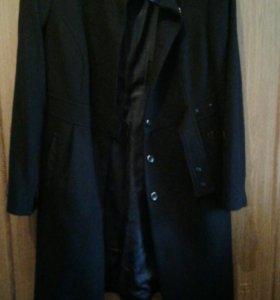 Пальто Zarina.