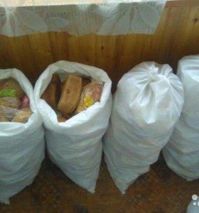 Хлеб в мешках для корма животных