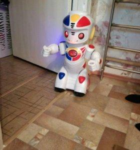 Игрушка робот эмилио. Торг уместен.