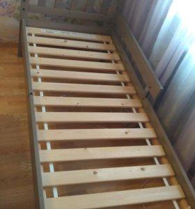 Детская кровать и тумбочка