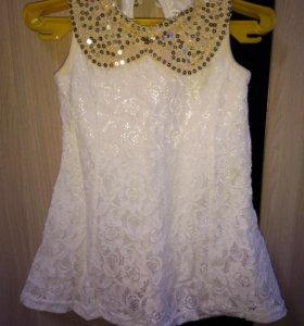 Кружевное платье с паетками
