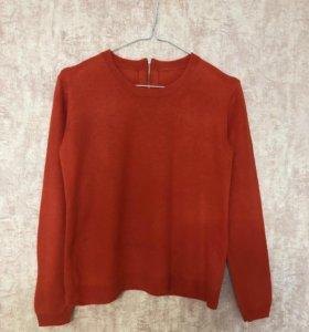 Легкий шерстяной свитер