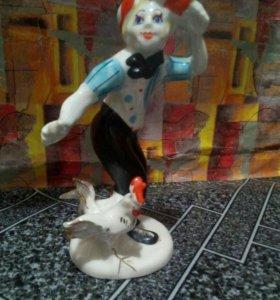 Статуэтка клоун с петухом