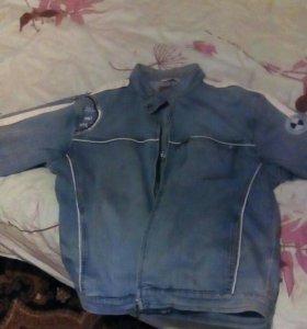 Джинсовая куртка и бушлат