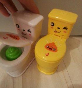 Игрушка развлекательная с водой. игрушечный унитаз