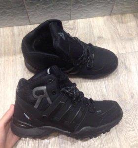 Новые мужские кроссовки. Зима.