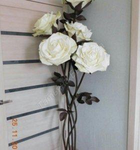 Розы на стойке. Цветы для интерьера