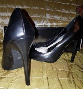 Туфли на шпильке.
