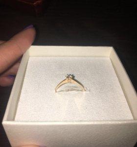 Кольцо с бриллиантом р.16.5