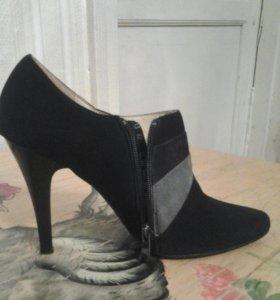 Закрытые туфли замшевые