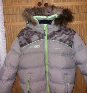 Теплая куртка на мальчика.