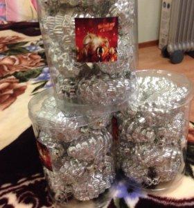 Продам новогодний набор шаров в форме шишек