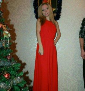 Платье красное в пол 42р