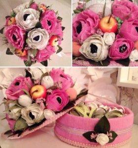 Шкатулка с цветами из конфет