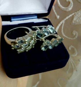 Серьги и кольцо с топазами серебо 925 пр.